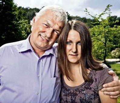 Datei:Horst Arnold mit Tochter.jpg