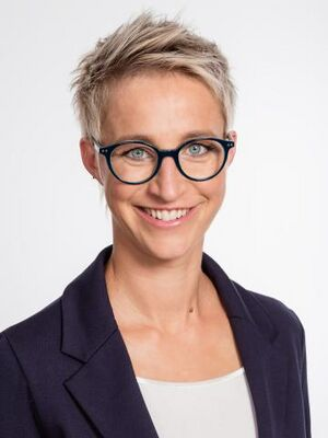 Nadine Schoen.jpg